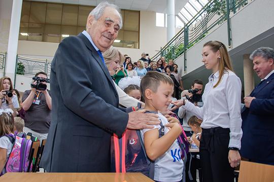 После окончания федеральной программы повозрождению Болгара иСвияжска Минтимер Шаймиев переключился нановое направление— создание вреспублике полилингвальных школ
