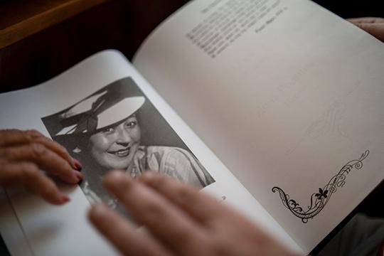 «Мама знала близко Фатиха Амирхана. Когда еще училась в Казани в педагогическом техникуме, несколько раз бывала у него дома и каждый раз для него пела народные песни»