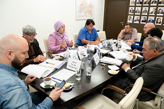 Участники круглого стола в рамках обсуждения Стратегии развития татарского народа обсудили, в состоянии ли общественные объединения выражать интересы татарского мира