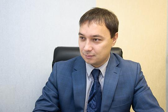 Владельцем ЖЭУ «Камстройсервис» является известный в Челнах представитель коммунальной отрасли Гай Клещев, а руководит организацией его сын Сергей