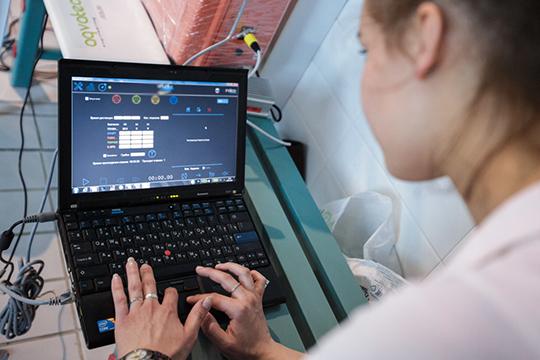 Договор ценой почти 2,5 млн рублей на поставку 67 ноутбуков в июне 2018-го получило казанское ООО «Мэйвен» Марины Жуковой (около 37 тысяч за каждый)