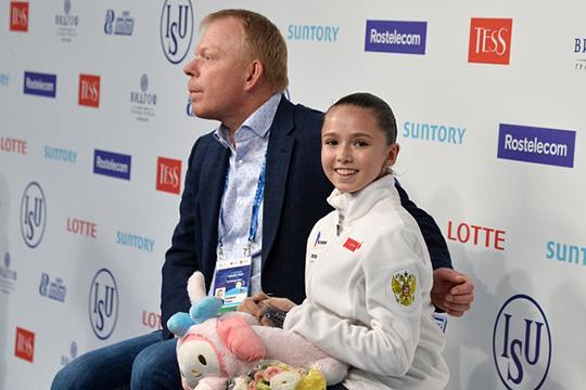 Валиева и ее тренер Сергей Дудаков, который в отсутствие Этери Тутберидзе представляет Камилу в Челябинске, решили рискнуть и откатать программу с двумя четверными