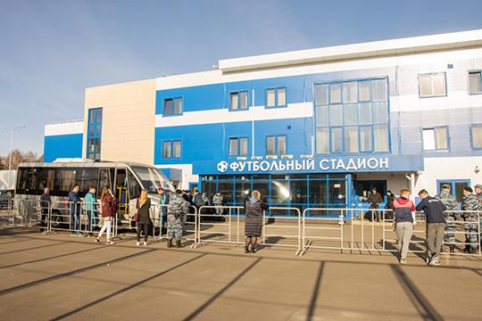Продажа билетов на исторический для Набережных Челнов матч открывается с завтрашнего дня и стоить они будут ровно 1 тыс. рублей независимо от трибуны и сектора