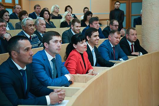 На сессии звучало много слов благодарности в адрес ушедшего Александра Тыгина, но были и другие оценки