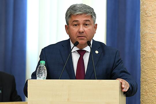 «Волею судьбы, по поручению президента я с вами, — немного волнуясь сказал Афанасьев, отметив, что Зеленодольский район больше и больше объем работ