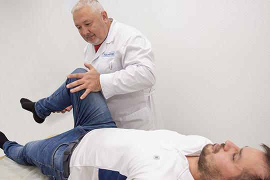 «Существует одна особенность нашего времени, очень часто при попытке лечить неспецифические боли в спине, как дорсопатию, на фоне приема НПВС, боли у пациента усиливаются»