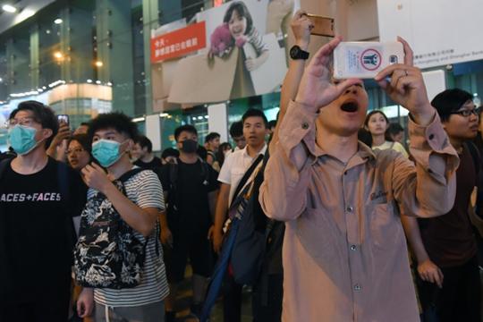Оппозиция Гонконга смогла мобилизовать сторонников и дирижировать уличными акциями с помощью мессенджера, заменившего пользователям традиционные СМИ и соцсети