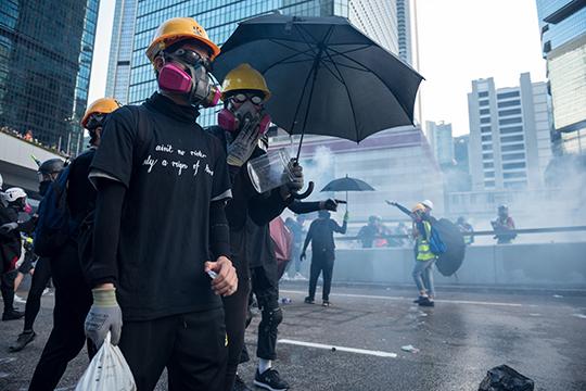 За время протестов число пользователей LIHKG превысило 120 тыс. человек. В топ сообщений на форуме вышли данные о задержанных демонстрантах, призывы продолжать проводить митинги и общие рассуждения о ситуации в городе