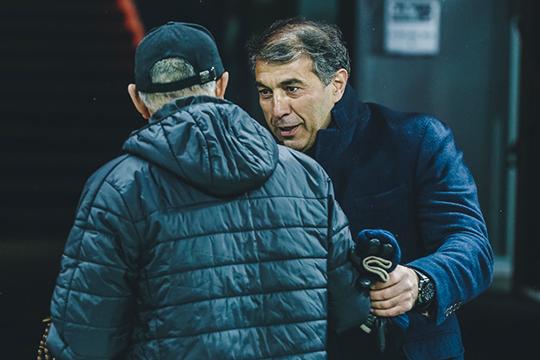 Один из кандидатов — главный тренер «Ахмата» Рашид Рахимов. Разговоры о его возможном появлении в «Динамо» идут в кулуарах уже пару месяцев