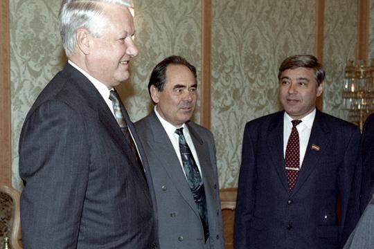 «Татарстан не собирался в 1990 году никуда откалываться, это дешевый и пропагандистский миф. Напротив, он готовился к подписанию нового союзного договора, сулившего ему статус союзной республики»