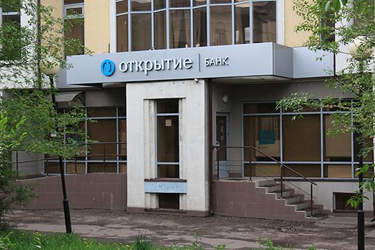 Полях, по версии следствия, за зиму забрал из хранилища 110 млн рублей, часть из них — в долларах и евро