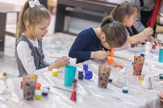 «Для юных художников каждое воскресенье проводятся музейные интерактивные–занятия вдетской изостудии «Ступени». Ребята познают мир прекрасного, учатся фантазировать, раскрывают свои таланты»