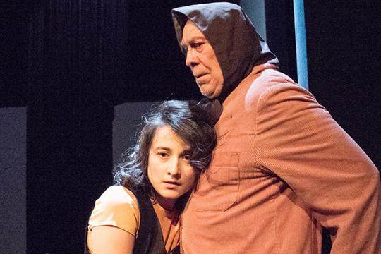 Отдельное удовольствие — это наблюдать за дуэтом Файзуллиной и Шакирова, за особой химией камаловских актеров, которая ярко проявляется, когда на сцене встречаются прекрасные артисты разных поколений