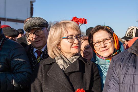 Самое пикантное, что среди авторов письма председатель национально-культурной автономии татар Башкортостана Римма Утяшева (справа)
