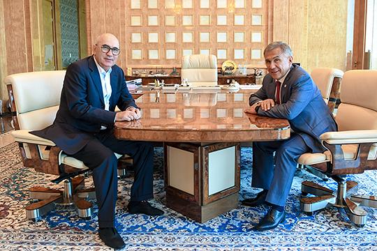 Рустам Минниханов, когда-то сам увольнявший Курбана Бердыева, на встрече с ним в июне предложил возглавить новый республиканский проект — футбольную академию