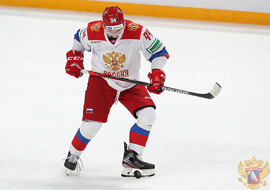 В третьем звене на Кубке Карьялы выходил центрфорвард «Авангарда» Кирилл Семёнов — техничный и умный игрок. Больше креативных центров в этой сборной не было