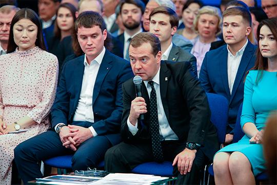 Решено реализовать принцип «одного окна» и партии как сервиса, о чем говорил Дмитрий Медведев еще летом