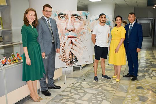 Вближайшую субботу состоится открытие персональной выставки «Легенды спорта» казанского художникаРуслана Ибрагимова.Его работы уникальны изапоминающиеся тем, что они выполнены вавторской технике «брызгизм»