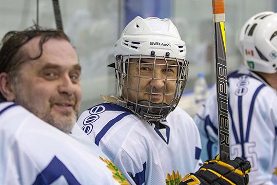 Pаместитель руководителя администрации главы Башкирии Ринат Баширов — президент «Салавата Юлаева», в Ночной хоккейной лиге играет давно