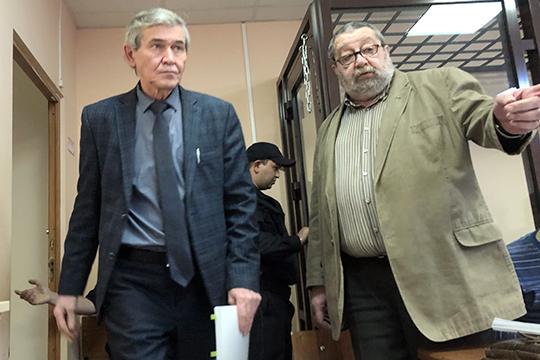 На недавнем заседании появился известный казанский адвокат Александр Коган. Свидетелем защиты мэтр принласил патентного поверенного из КФУ Ильдара Назмиева