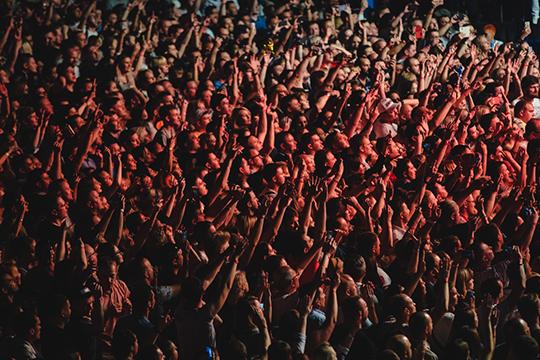 «Можно сказать, что казанскую публику трудно завлечь на мероприятия. На любых концертах в «Татнефть Арене» Казань собирает всего треть зала. Остальное — Ижевск, Киров, Чебоксары, Йошкар-Ола и другие города»