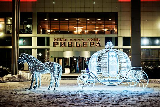«Казанская Ривьера» в этом году обновила Новогоднее оформление на территории колеса обозрения «Вокруг Света» и в отеле «Ривьера»