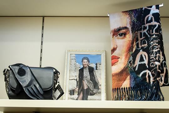В2006 году наряды Anna Verdi стали доступны ирусским покупательницам, когда российский партнер компании запустил оптовые продажи врегионах нашей страны