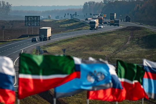 1ноября выяснилось, что премьер-министрДмитрий Медведеводобрил строительство трассы Москва— Казань, ачерез три неделипоявилисьуточнения: Путину доложили, что дорогу начнут строить в2020 году, азавершить надеются в2027-м