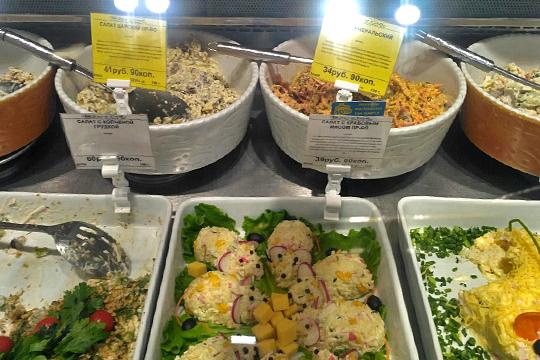 Что касается салатов, то в «Бахетле» можно выбирать из десятков