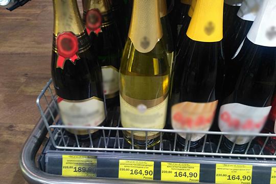 В «Магните» и в «Бахетле» можно купить «шампанское» родом из дагестанского Дербента. В федеральной сети его предлагали по 165 рублей за 0,75 литра, в «Бахетле» выставили даже дешевле — по 164,9 рубля
