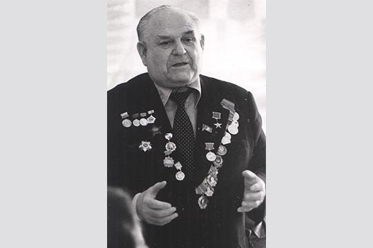 Его назовут заслуженным строителем Якутской и Татарской АССР, РСФСР. Станет он Почётным гражданином городов Мирного и Набережных Челнов