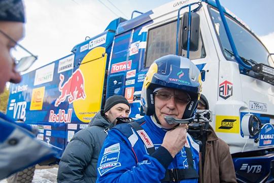 Нафоне ежегодных побед команды отТатарстана в2017 году разразился скандал.Сергей Когогинтогдаобвинилорганизаторов впопытке отодвинуть челнинские грузовики отгонки, введя новое ограничение объема двигателей