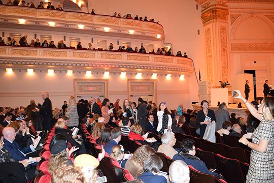 «Вцелом нам концерт понравился— услышать зарубежом песни народном, татарском языке. Мыбольше приехали, чтобы увидеться статарами, сосвоими друзьями, потому что втаком масштабе татары собрались водном месте, ипосмотреть Нью-Йорк, заодно иконцерт посетить»