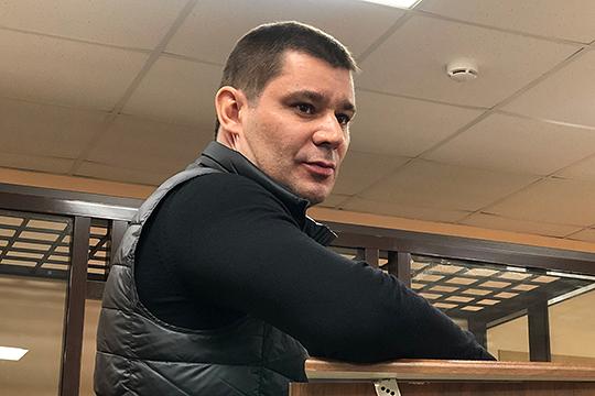 Андрей Мочалов в рамках дела Мусина несколько дней провел под домашним арестом. Однако позже меру пресечения отменили, а подозрения сняли