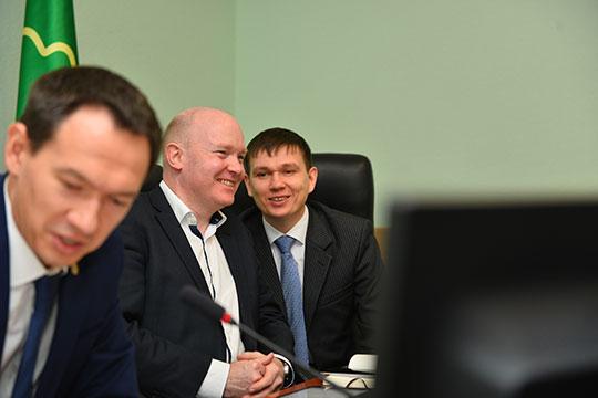 Гай Имз (в центре): «Могу сравнить Альметьевск с другим региональным городом, в котором живу, — с Кембриджем»