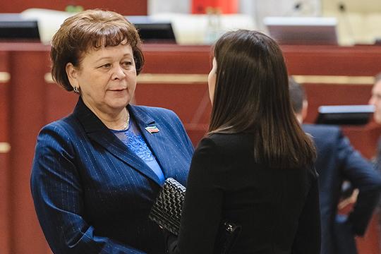 Римма Ратникова на татарском языке рассказала о проекте закона, который позволит вручать государственные награды РТ не только отдельным гражданам или организациям, а целым муниципальным образованиям