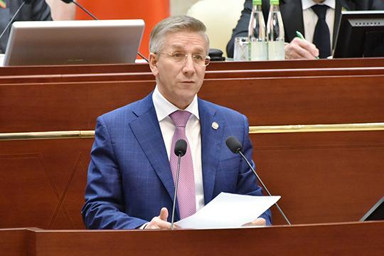 Радик Гайзатуллин предложил увеличить доходы казны на 4,4 млрд рублей (из них 3 млрд — это возмещение затрат на создание инфраструктуры индустриальных или промышленных технопарков), а расходы — сразу на 37,3 млн рублей