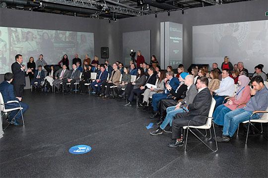 На открытии предприниматели смогли пообщаться в формате диалога и с мэром Казани Ильсуром Метшиным