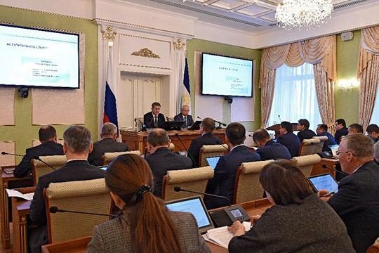 Первым совещанием в правительстве Башкирии новый, с оговоркой «временно исполняющий обязанности», глава Радий Хабиров показал, что чиновникам расслабляться нельзя