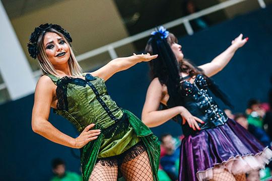 В«Баскет-холле» был матч встиле Хэллоуин, азначит ивсякие черти, ведьмы, скелеты ипрочая нечисть хорошо вписывались вконтекст