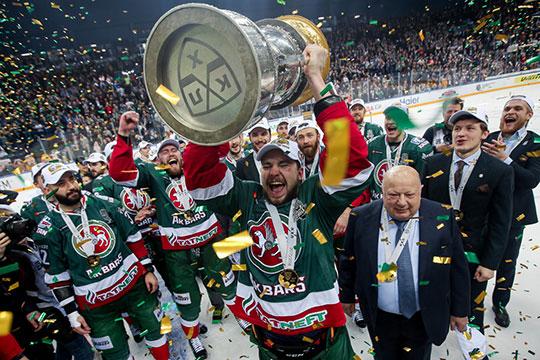 Смирив гордость ифактически пожертвовав собой вминувшем сезоне, нападающий был вознагражден— вместе с«АкБарсом» онзавоевал Кубок Гагарина ипродлил контракт склубом