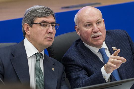 По словам Романа Шайхутдинова (слева), вреспублике телевизор остается основным источником информации для жителей