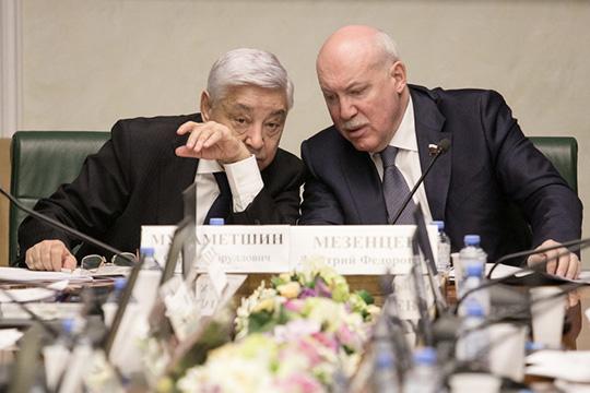 Мухаметшин иМезенцев торжественно подписали некий протокол, который был создан поитогам казанской встречи