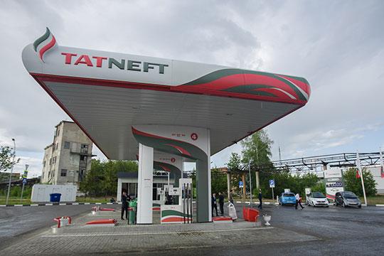 Цена литра 95-го в розницу на момент написания текста — 43 рубля. Таким образом, акциз занимает 14,3% или седьмую часть от розничной стоимости