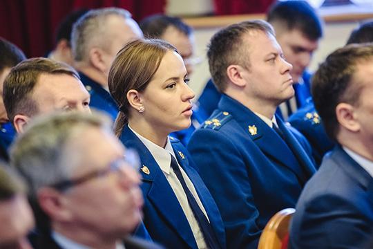 Благодаря прокурорам, с23тысячамитатарстанцев рассчитались сдолгамипозарплате вразмере полмиллиарда рублей