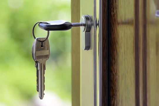 24 семьи досих ждут сдачи своего, второго посчету дома, нотеперь кобманутым покупателям могут добавиться еще 18 семей, уже живущих впервом доме (№1)