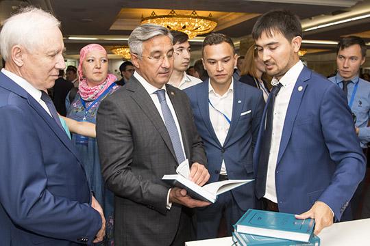 Более 50 ученых, общественных деятелей, чиновников ирелигиозных деятелей, втом числе из-за рубежа, войдут в состав рабочей группыпоразработке Стратегии развития татарского народа