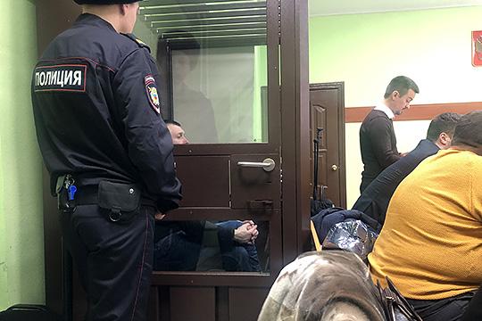 Вердикт судьи был суров: «условкой» отделался лишь Артемьев — 3 года и10 месяцев. Предпринимателю Мурашову дали 6 лет колонии строгого режима, Караваеву— 7 лет «строгача»