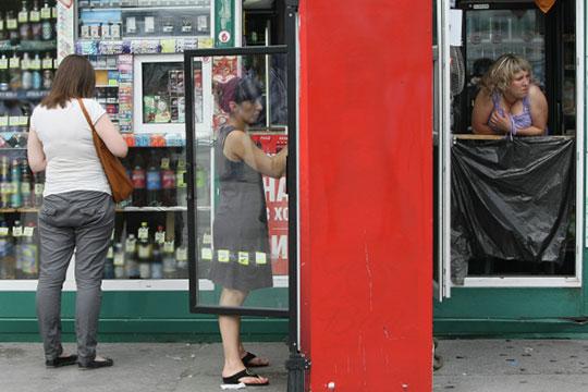 «Как объяснять это туристам? Улица алкомаркетов? В каждом квартале улица аптек и алкомаркетов?»