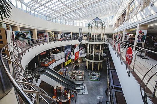Изначально проект планировался под казино— отсюда изалы без окон, исама концепция, непредусматривавшая больших торговых площадей